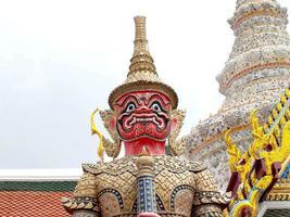 Bangkok, Thaïlande, 2021 - Sculpture au Wat Phra Kaew photo