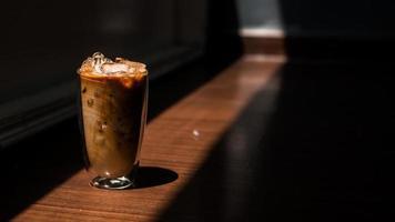 café glacé et ombres photo