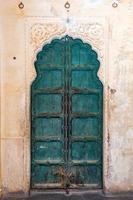 ancienne porte en bois rustique antique photo