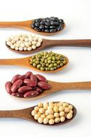 Collection de graines de grains entiers isolé sur fond blanc photo