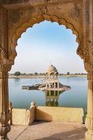 Lac Gadisar le matin à Jaisalmer, Rajasthan, Inde. photo