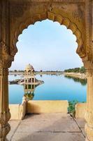 Lac de Gadisar le matin à Jaisalmer, Rajasthan, Inde photo