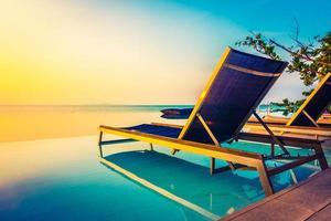 bel hôtel de luxe avec piscine resort