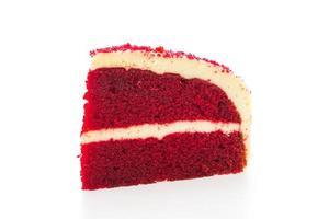Gâteau de velours rouge isolé sur fond blanc