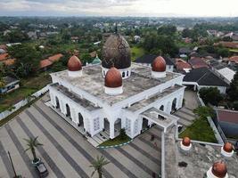 Depok, Indonésie 2021- nurul mustofa center mosquée panorama, vue sur la plus grande mosquée de depok