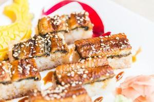 maki rouleau de sushi anguille