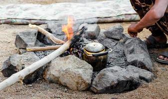 bouilloire à thé dans un feu photo