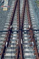 Voie ferrée de train dans la gare
