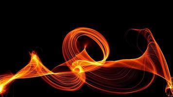 flamme de feu abstraite sur fond sombre