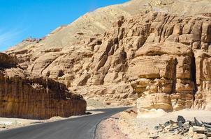 route à travers un canyon photo