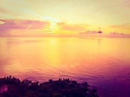 Vue aérienne de la mer à l'île de Koh Samui, Thaïlande photo