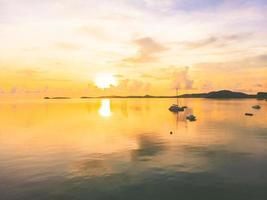 Vue aérienne d'une plage tropicale sur l'île de Koh Samui, Thaïlande photo