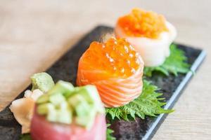 point de mise au point sélective sur rouleau de sushi