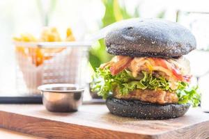 hamburger au pain noir