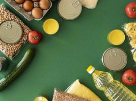 vue de dessus des provisions alimentaires pour le don photo