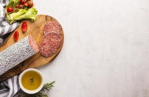 vue de dessus du délicieux concept de salami