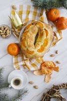 Dessert du jour de l'épiphanie vue de dessus avec des oranges d'épinette