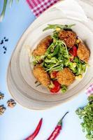 salade de légumes aux pépites de poulet