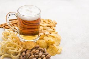 arrangement de collations à la bière à angle élevé photo