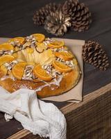desserts de gâteau du jour de l'épiphanie avec espace de copie de la couronne