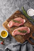 concept de viande crue à plat photo