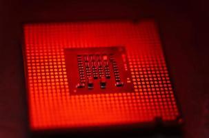 un processeur rouge, surchauffé, processeur d'ordinateur à puce photo