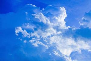 nuages de ciel bleu photo