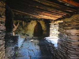 Parc national de Tuneshi, Géorgie 2020 - Intérieur de maison en pierre tuhète dans le village de Kvavlo Dartlo photo