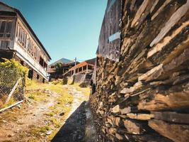 Tusheti, Géorgie 2020-vieux bâtiments en pierre dans le village de Shenako photo