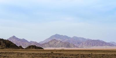 montagnes dans un désert