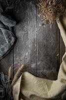 chiffons et blé sur plancher de bois avec espace de copie photo