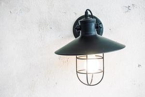 lampe sur le mur photo