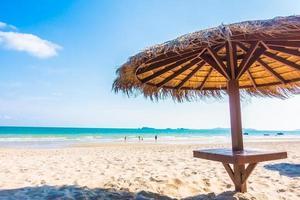 parapluie sur la plage photo