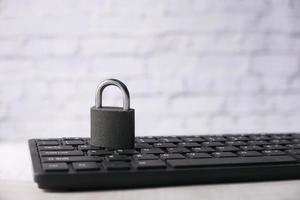 cadenas sur le clavier de l'ordinateur