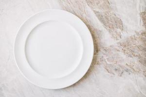 assiette ou plat blanc vide photo