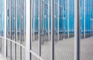 bâtiment abstrait dans les miroirs photo