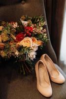bouquet de mariée dans les tons rouges d'automne fleurs séchées photo