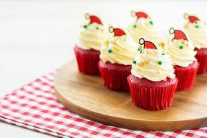 dessert sucré avec cupcake velours rouge
