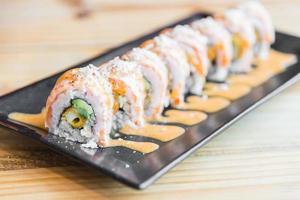rouleau de sushi au saumon
