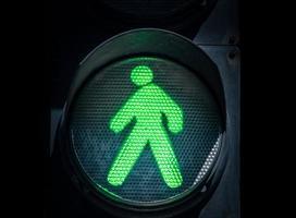signe de marche vert photo