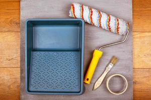 ensemble d & # 39; outils de peinture sur fond gris photo