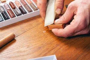restauration de stratifié et de parquet pour sceller les rayures et les éclats photo