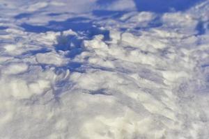 surface enneigée en hiver avec des ombres le soir photo