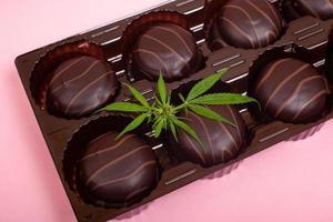 nourriture médicinale avec extrait de marijuana thc et cbd photo