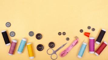 Accessoire de kit de couture à plat ou atelier d'outils sur mesure photo