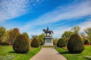 Statue de George Washington dans le parc public de Boston en été photo