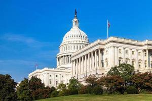 le bâtiment du capitole des états-unis par une journée ensoleillée. Washington DC, États-Unis. photo