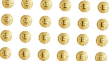 Groupe de pièces d'or de crypto-monnaie bitcoin isolé sur fond blanc photo