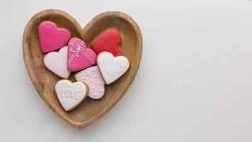 panier en forme de coeur avec des biscuits photo