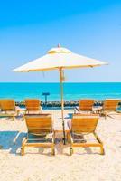 bains de soleil sur la plage photo